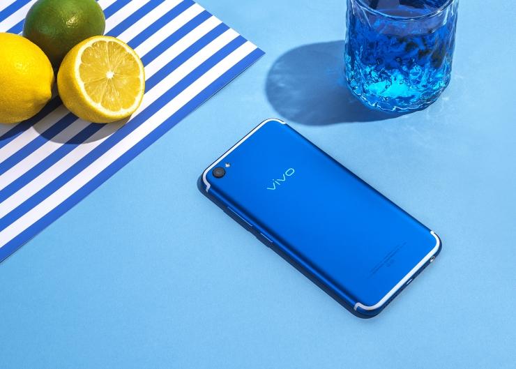 炎炎夏日让Blue蓝可乐与活力蓝vivoX9s给你清凉一夏吧【生活热点】
